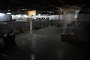 Дата-центр IMAQLIQ - вид на серверный зал из переговорки